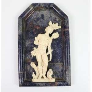 São Sebastião em granito azul e marfim - Século XX - Completo 28 x 17 cm - São Sebastião - (Necessita restauro)