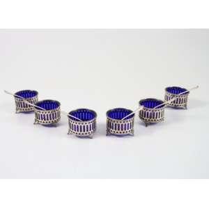 Jogo de saleiros de prata de lei interior em cristal azul cobalto teor 800. Itália Sec. XX.