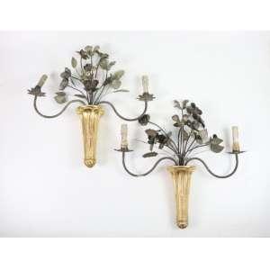 Par de elegantes apliques de madeira dourada e ferro batido. Itália Sec XIX/XX. 51 cm alt.