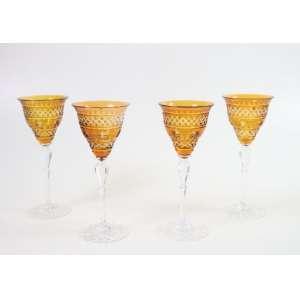 Quatro taças de cristal na tonalidade laranja com lapidação e base transparente - 20 cm alt, 08 cm diâm. (Duas bicadas)
