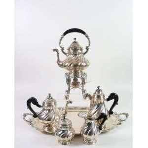 Imponente jogo de Chá e café de prata de lei teor 800 , composto por 5 peças de servir mais a bandeja. Itália Sec XIXXX.