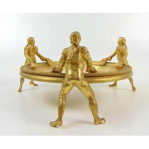 Centro de mesa de bronze Ormolu representando pajens e salva - 14 cm de alt e 27 de diâm.