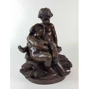 Grupo escultórico de bronze representando jovem Bacco com camponesa - França Séc. XIX - 40 cm de alt e 30 de diâm.