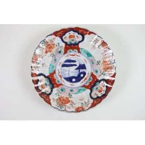 Prato de porcelana esmaltada decoração Imari. Japão Sec XIX 21 cm diâm.