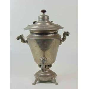 Samovar de metal de origem russa com isoladores em madeira - 40 cm de alt e 24 de diâm.