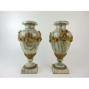 Par de ânforas de mármore e bronze - França Séc. XIX - 38 cm de alt e 17 de diâm.