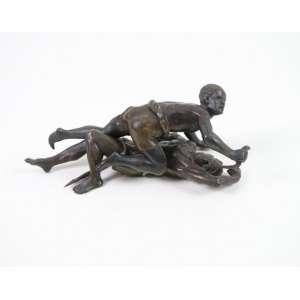BERGMAN FRANZ - (1838-1894) Escultura de bronze representando duas figuras em luta corporal com armas brancas. Assinada em uma das peças F.B e Batentirt - 7,5 cm alt, 09 cm larg. 17 cm compr.