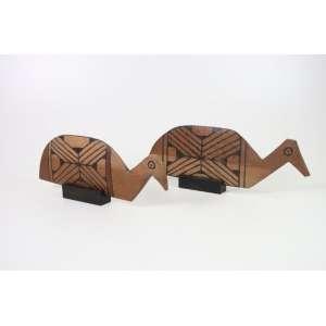 Arte Índigena - Par de Pás de Beiju - esculturas em madeira entalhada e pigmentos naturais - 14x43x1,5 cm e 13x38x1,5 cm respectivamente - Alto Xingu.