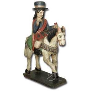 São Thiago. Imagem de madeira esculpida, policrômica, representando São Thiago montado a cavalo; cabeça coberta por chapéu, cabelos longos, segurando na mão esquerda um pequeno saco ,acabamento rústico, apoiado sobre base retangular chanfrada; 67 cm de altura. América Espanhola, séc. XIX.