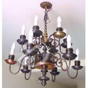 Lustre para 12 lâmpadas com estrutura de latão e braços curvados, - 58 cm de altura. Brasil, séc. XX.