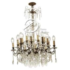 Lustre de cristal translúcido e bronze, para oito lâmpadas; 115 cm de altura. Europa, séc. XIX/XX.