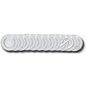 Conjunto de doze souplats de prata repuxada e cinzelada, corpo circular, aba delimitada por perolado, contraste da cidade de Lisboa teor 833 e marca do prateiro; 27 cm de diâmetro. Portugal, séc. XX.