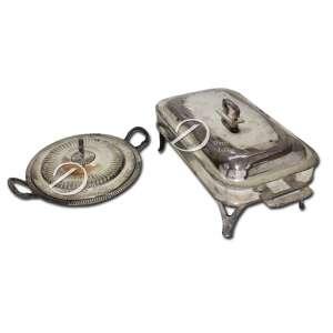 Réchaud retangular e guiseira circular de metal prateado; 47 x 24 x 21 cm de altura e 37,5 cm de alça a alça, respectivamente. Séc. XX. Réchaud faltando fogareiro.