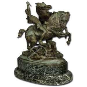 Emmanuel Frémiet - Cavaleiro e dois cavalos. Escultura de bronze patinado, sobre base ovalada; 40 cm de altura. Assinada na lateral direita: E. Frémiet. Base apresenta bicado.