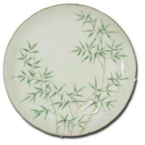 Prato covo de porcelana Cia. das Índias, decoração de bambus; 23 cm de diâmetro. China, sec. XIX.