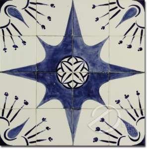 Painel composto por dezesseis azulejos brancos, decorados com estrela de oito pontas e elementos florais, em tons de azul; fixados em placa; 60 cm de lados. - Apresenta pequenos bicados.