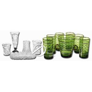 Lote composto por dois itens, conforme descrições abaixo: - - Conjunto de cinco peças de cristal lapidado sendo: travessa pequena 20 x 13 cm; três pequenos floreiros 8,5, 10,5 e 11 cm de alturas e solifleur com base de metal, 18,5 cm de altura. - Porta gelo brasileiro com alças laterais e seis copos cilíndricos altos de vidro verde com decoração em dourado; 14 cm de altura. Circa 1950.