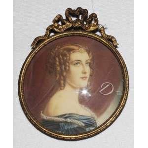 Autoria Desconhecida - Retrato de Dama. Miniatura oval, aquarela sobre cartão; moldura de metal dourado. 9 cm de diâmetro. Europa, séc. XX.