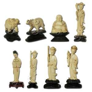 Lote composto por 5 itens: - A - Duas esculturas de marfim em monobloco representando elefante, apoiadas em base de madeira ebanizada; 5 cm de altura total. Japão, séc. XX. B - Escultura de marfim em monobloco representando Buda sentado, apoiada em base de madeira ebanizada; 6 cm de altura total. Japão, séc. XX. C - Escultura de marfim em monobloco representando Deusa Kuan Yin dama com leque, apoiada em base de madeira ebanizada; 14,5 cm de altura total. Japão, séc. XX. D - Duas esculturas de marfim em monobloco representando Deusa Kuan Yin,uma com leque e outra segurando frutas, apoiadas em base de madeira ebanizada; 18 cm de altura total. Japão, séc. XX. E - Duas esculturas de marfim em monobloco representando Deusa Kuan Yin, uma com flor de lótus e outra segurando flauta, apoiadas em base de madeira ebanizada; 9,5 cm de altura total. Japão, séc. XX.