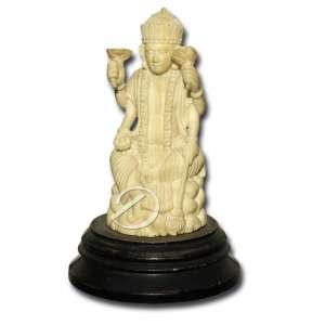 Divindade hindu com quatro braços sentada, de marfim; 11,3 cm de altura total. Índia, séc. XX.