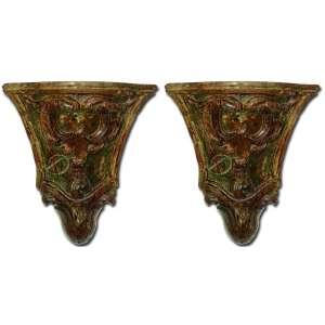 Par de peanhas de altar, D. José I, de madeira lavrada e policromada, no formato de campânula invertida, decorada com volutas; 41 x 43 cm de altura. Portugal, séc. XVIII.