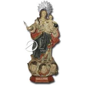 Nossa Senhora do Rosário. Imagem de madeira esculpida, policromada e dourada, representando Nossa Senhora com o Menino Jesus à esquerda apoiado no globo; cabelos soltos, bom panejamento, flutuando sobre nuvens com três rostos de anjos; base recortada e 76 cm de altura total. Minas Gerais, início do séc. XVIII. Acompanha resplendor e cetro de prata.
