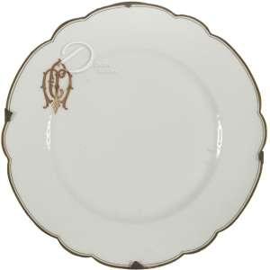 Prato de porcelana; aba lobulada delimitada por filetes dourados com monograma CM dourado não identificado; 24 cm de diâmetro. França, séc. XIX.