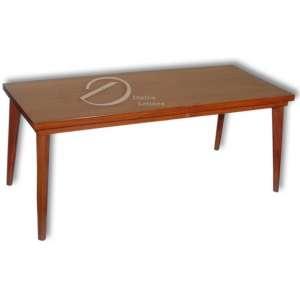 Mesa de centro de madeira encerada; tampo retangular apoiado em quatro pernas cilíndricas; 49 x 120 x 51,5 cm de altura. Brasil, séc. XX. Necessitando pequeno reparo; tampo manchado.