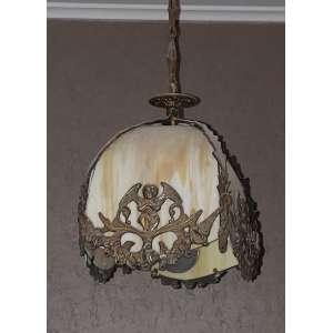 Delicado plafom em bronze e pasta de vidro - medidas, 27 x 22 cm (sem considerar a corrente) - França, séc. XIX