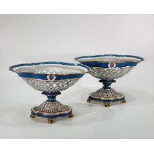 Par de grandes fruteiras vieux-paris em porcelana azul e branco - uma no estado - medidas, 28 x 40 x 25 cm - França, séc. XIX