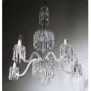 BACCARAT - fino lustre de cinco braços em cristal - medidas, 90 x 80 cm - França, séc. XIX/XX