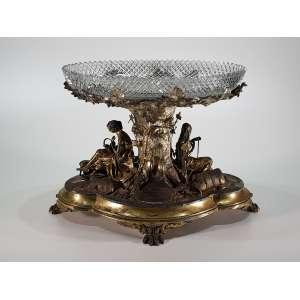 Magnífico cento de mesa em prata de lei e cristal - letra data para a cidade de Edinburgh, 1875 a 1876 e marca do prateiro Marshall & Sons - 33 x 50 x 20 cm - Inglaterra, séc XIX