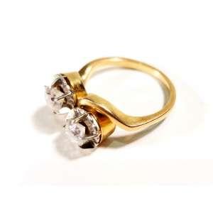 Belo anel em ouro amarelo 18K, dito Romeo e Julieta - dois brilhantes que totalizam aproximadamente 80 pts - peso, 4,3g - Portugal, séc. XIX