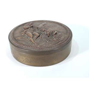 Porta jóias em bronze cinzelado - na tampa, em relevo, cena campestre - medidas, 8,5 x 24 cm - França, séc. XIX