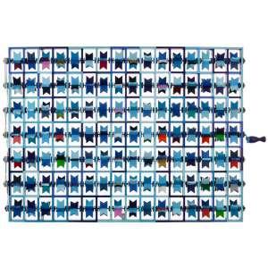 """Jorge Fonseca - Máquina de Fazer Voar Volpiana - 92,5 x 124 x 9,5 cm – Madeira e Pintura – Ass. e Dat. 2020<br /><br />""""Uma boa parte da criatividade popular está orientada no sentido da produção de máquinas. Máquinas primitivas, empregando motores manuais e engenhosas engrenagens feitas artesanalmente, ou fontes naturais de energia como a água e principalmente o ar. É o caso de tantos brinquedos infantis - manivelas para empinar pipas, cataventos, carrinhos de mão -, de bonecos de madeira que se movimentam ao sabor do vento e dos presépios natalinos, etc. Ou seja, existiria também um cinetismo popular ou até mesmo instalações populares. No campo da criatividade popular, as fronteiras entre artesania e arte são pouco nítidas. Ou o que começa como artesanato vai aos poucos se transformando em arte, em visão de mundo, em conceito. É o caso de Jorge Luiz Fonseca, ferroviário de Conselheiro Lafaiete, Minas Gerais, que começou bordando textos, frases, ditos populares, um pouco à maneira de Arthur Bispo do Rosário, ou reunindo imagens e objetos oriundos da cultura popular e de massa, em colagens e montagens, com resultados quase sempre surpreendentes. Hoje, apenas quatro anos depois de aparecer em salões regionais de arte, já desponta como uma das personalidades mais interessantes da nova arte brasileira. O trabalho aqui exposto, denominado Máquina de Fazer Voar, é uma bela e envolvente estrutura cinética. É, verdadeiramente, uma máquina de produzir arte.""""<br /><br />Frederico Morais<br />Catálogo da exposição coletiva """"Máquinas de Arte"""" – Itaú Cultural, São Paulo – 1999"""