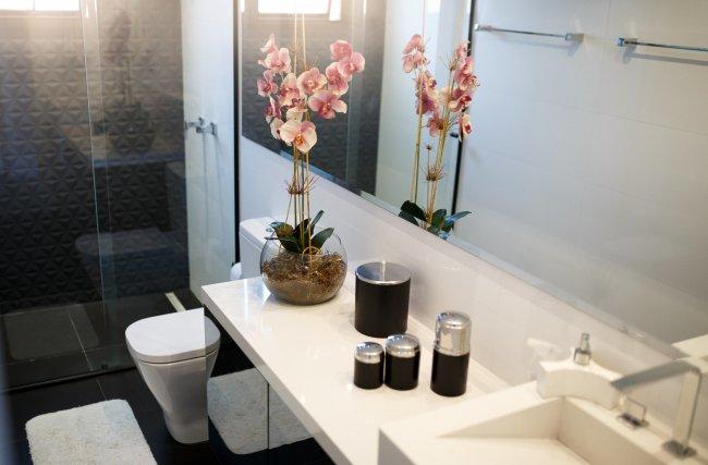 4 dicas para deixar seu banheiro pequeno organizado e limpo