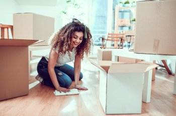 Saiba como limpar piso de madeira corretamente!