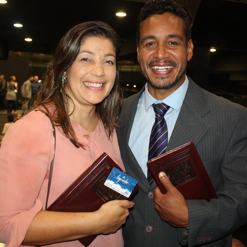 Alisson Lopes e Renata Lopes