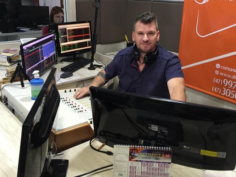 Novo Programa na 90.9FM Divino Oleiro