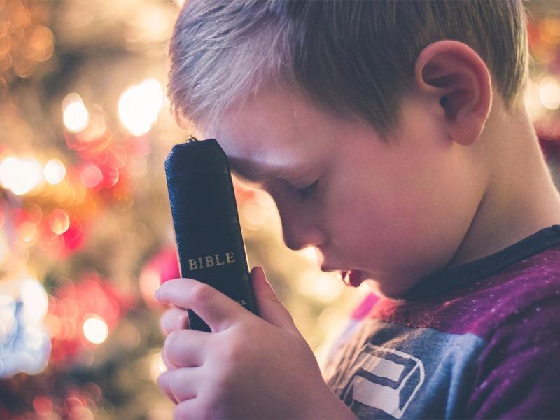 Como criar hábitos de oração com as crianças
