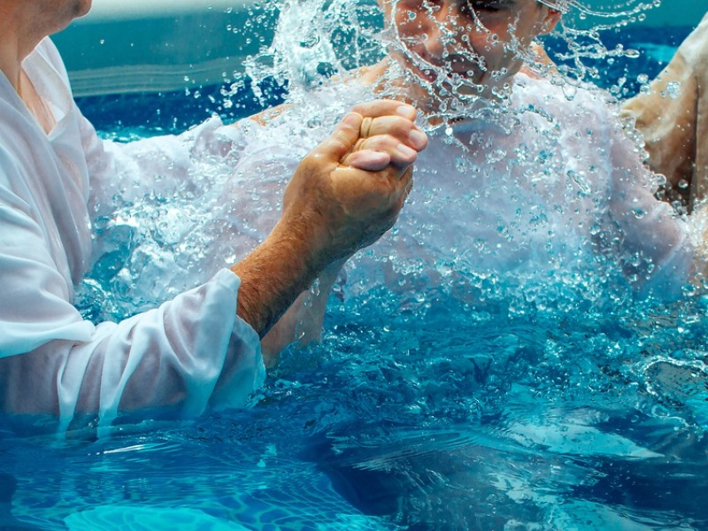 Batismo nas águas e novos membros