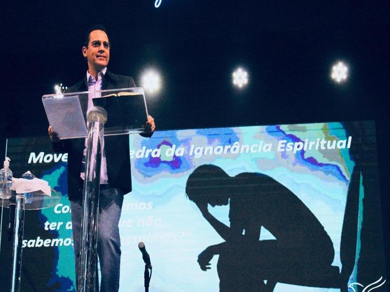 Movendo a pedra da ignorância espiritual