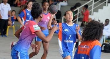Ana Luiza está entre as 66 melhores atletas do handebol feminino do Brasil