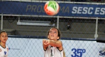Aos 13 anos, Ana Ryff, capitã da Nova Gávea, já joga e fala como jogadora experiente