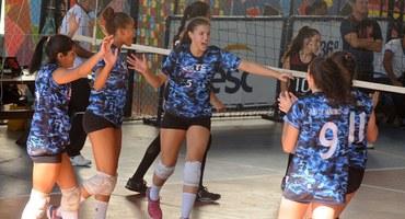 Atleta da seleção brasileira, Stephany, de apenas 15 anos, empresta sua 'experiência' ao Sistema Elite