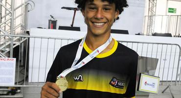 Autor de dois gols na vitória do Seice, de Caxias, na decisão do futsal sub-15 não federado, Vitor tem nome e pinta de artilheiro