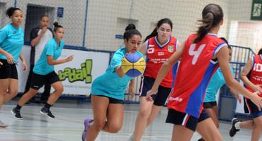 Autora dos 13 pontos do Ômega na semifinal do basquete, Fernanda foi campeã pelo Loide Martha, no ano passado