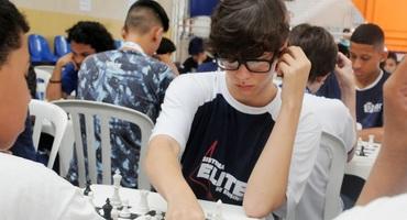 Breno Gandra joga xadrez há pouco tempo, mas já sonha em ser mestre