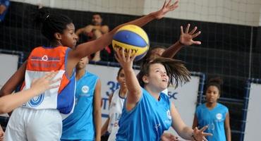 Campeã e cestinha aos 17 anos, Nathalia planeja jogar basquete no exterior