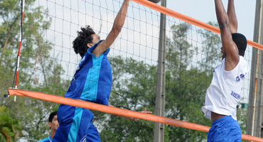 Cinco escolas brigarão pelos títulos das quatro categorias do vôlei de praia, neste sábado (19/10), a partir das 9h, em Nova Iguaçu